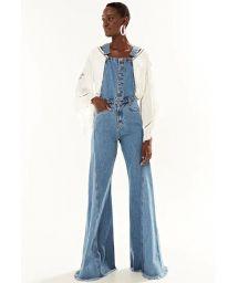 Ausgefranster Jeans-Jumpsuit mit Schlag - JARDINEIRA FLARE DOUBLE WASH